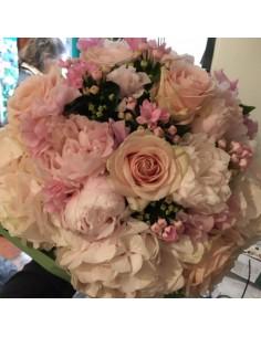 hortensias, rosas, peonías y bouvardia