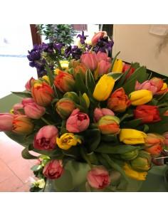 Ramo de tulipanes de colores mezclados